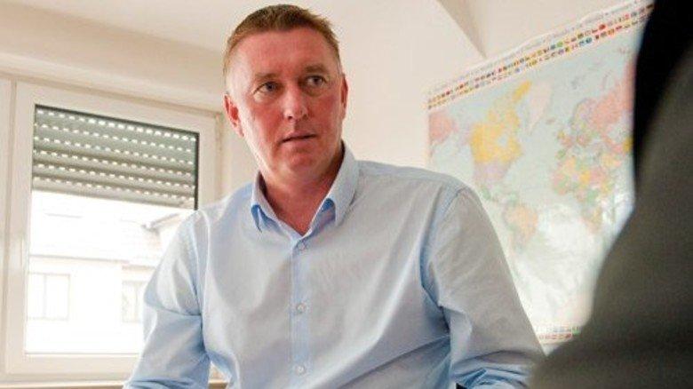 """2011 hat Neuhaus über 400.000 Euro bei Schuldnern eingetrieben. """"Für den Job braucht man Durchsetzungsvermögen und so etwas wie eine soziale Ader"""", sagt der 43-Jährige. Foto: Straßmeier"""