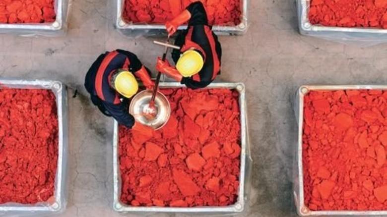 Ein Kessel Buntes: Diese Farbstoffe von Lanxess dienen der Einfärbung von Kunststoffen. Foto: Lanxess