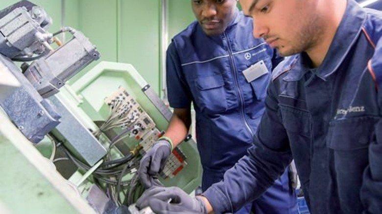 """Chancen erhöhen: Daimler bietet für Flüchtlinge ein """"Brückenpraktikum"""" an. Foto: Werk"""
