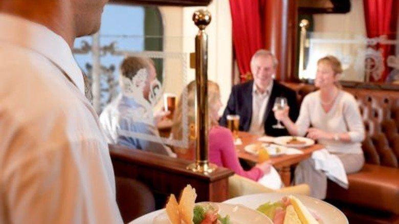 Viel Geschirr: An Bord wird meistens fürstlich gespeist. Foto: Cunard