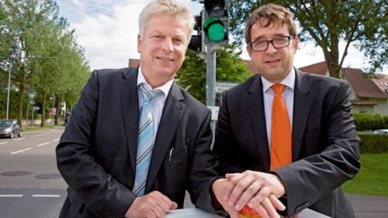 Stolz: Oberbürgermeister Jürgen Kessing (links) und Stefan Eckert von Siemens. Foto: Eppler