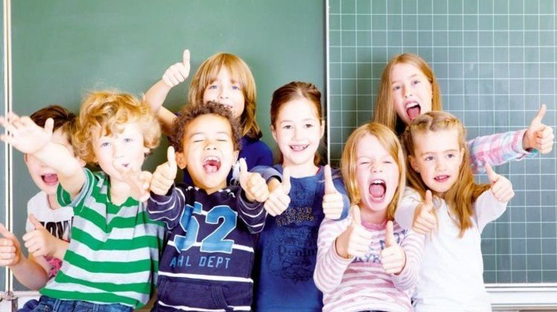 Daumen hoch: Auch wenn diese kleinen Bürger groß sind, soll die Wirtschaft noch gut laufen. Foto: Fotolia