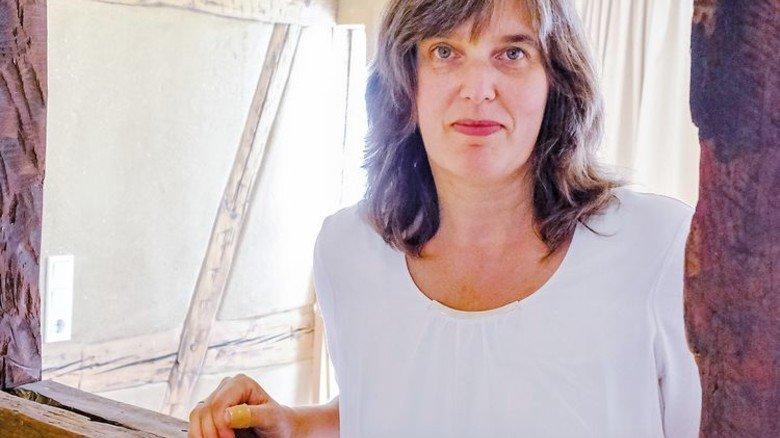 """Diana Wetzestein: """"Wir bieten Interessenten alles, von der Erstberatung bis zur Architektenleistung."""" Foto: Roth"""