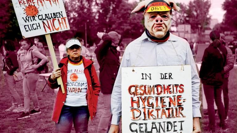 Misstrauen: Steht auf den Schildern der Corona-Protestierer. Und spricht aus ihren Gesichtern. Soweit das erkennbar ist…