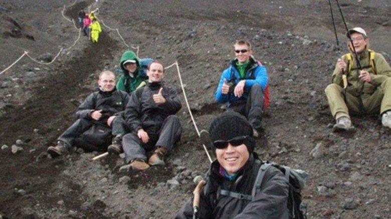 Der Berg ruft: Schaeffler-Mitarbeiter haben den Fudschijama in Japan erklommen. Foto: Werk
