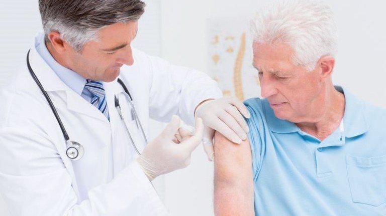Ob Grippe oder Gürtelrose: Ältere Menschen sollten sich dagegen impfen lassen. Foto: Fotolia