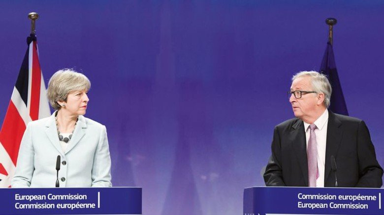 """""""Ausreichend"""" Fortschritt: Premierministerin Theresa May und Jean-Claude Juncker, Präsident der EU-Kommission. Foto: Getty"""