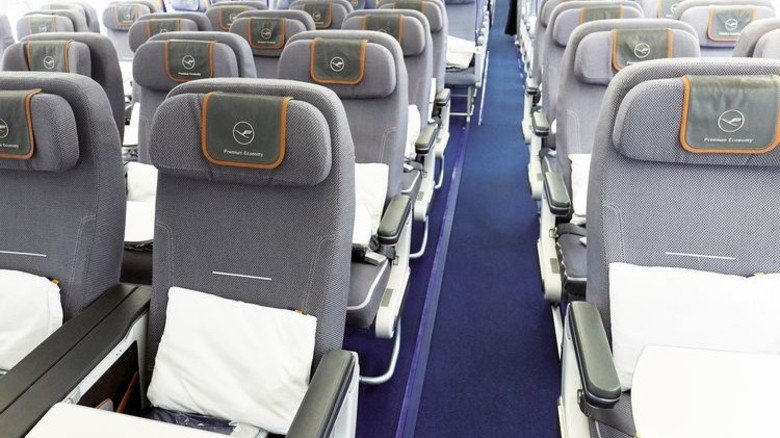 Passagierkabine: Der verbaute Teppich wird in Zukunft immer leichter. Foto: Woeber