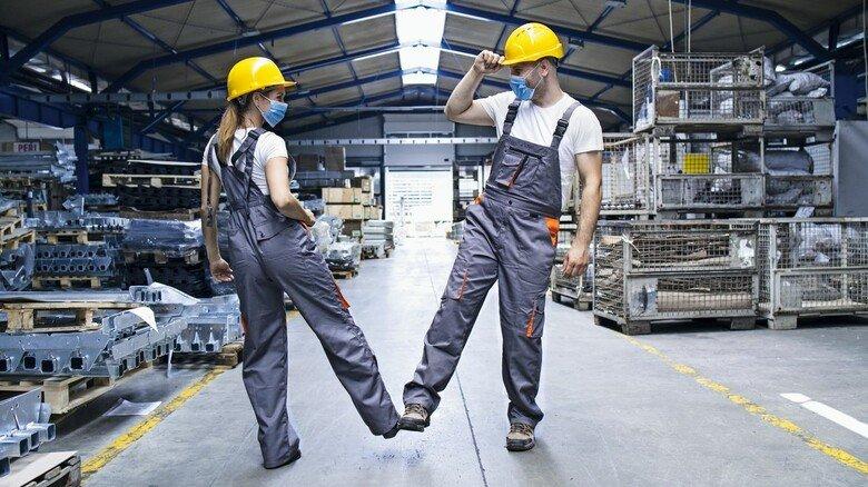 Arbeitsalltag: Die Regelungen in Bayerns Betrieben bewähren sich auch unter Corona-Bedingungen. Statt neuer Vorschriften, etwa für mobiles Arbeiten, braucht es Flexibilität.