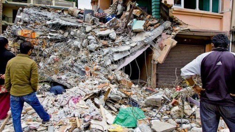 Wiederaufbau: In Nepal bauen Freiwillige sichere Häuser. Foto: Fotolia