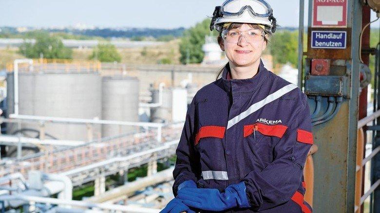 Selbstbewusst: Corinna Seifert ist die stellvertretende Produktionsleiterin bei Arkema Zwickau. Foto: Deutsch