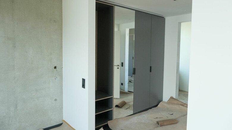 Noch viel zu tun: Im Innern werden derzeit die Zimmer mit Mobiliar und Technik bestückt