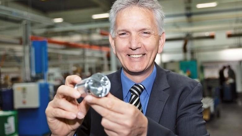 """""""Zu den Kunden zählen Bentley und Bugatti."""" Dirk Graewe, Geschäftsführer der Sundwiger Drehtechnik. Foto: Nougrigat"""
