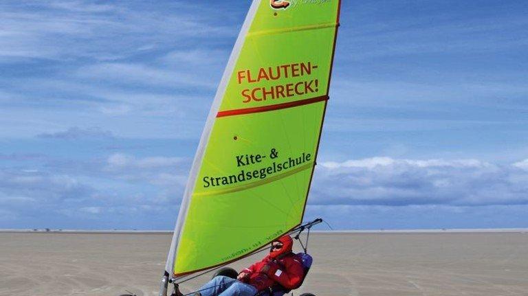 Rasant über den Sand: Profis erreichen sogar Geschwindigkeiten von bis zu 130 Stundenkilometern. Foto: World of Wind