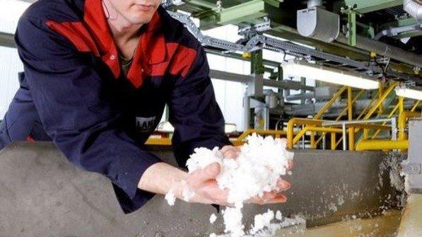 Hier fängt es an: Blick in die Kautschukproduktion. Foto: Lanxess