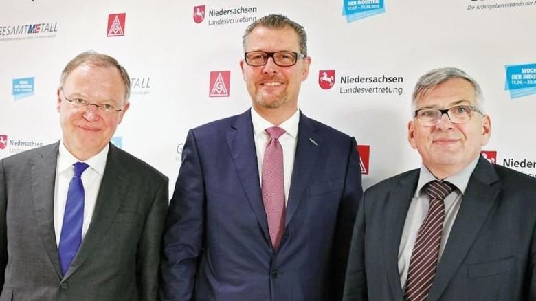 Einig in der Zielsetzung: Niedersachsens Ministerpräsident Stephan Weil, Gesamtmetall-Präsident Rainer Dulger und der IG-Metall-Vorsitzende Jörg Hofmann (von links). Foto: Verband