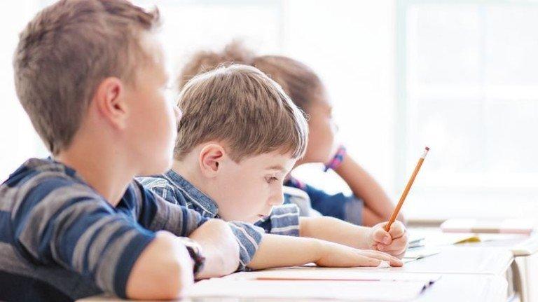 Schüler im Unterricht: Studien belegen ein sinkendes Leistungsniveau. Foto: Getty