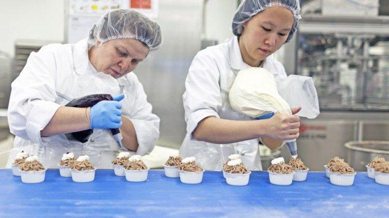 Hygienisch: In der Lebensmittelproduktion herrschen strenge Vorschriften. Foto: DPA
