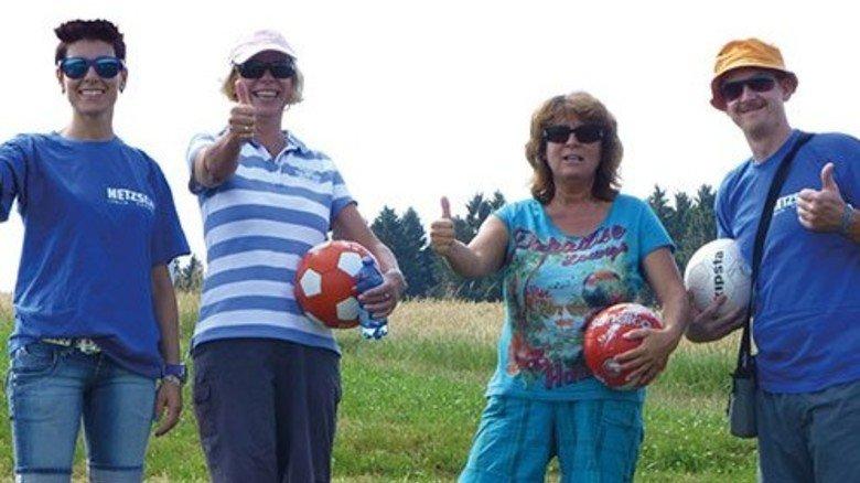 Treffsicher: Netzsch-Kollegen spielten gemeinsam Fußballgolf. Foto: Werk