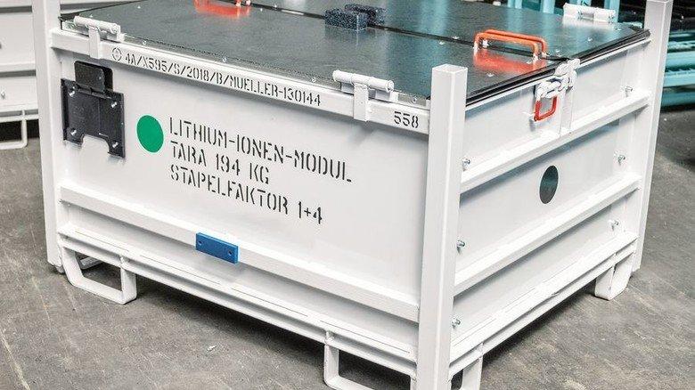 Fertigung mit Know-how: Die Behälter für Airbags und Lithium-Ionen-Akkus erfüllen strenge Gefahrgut-Vorschriften. Foto: Roth