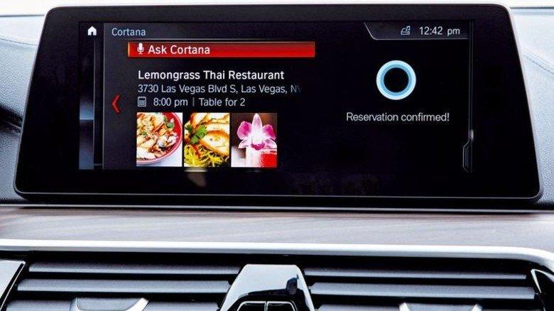 BMW: Im Auto ergänzen Sprache und Gesten die bestehenden Bedienungssysteme wie Touchpads, Schalter, Drehknöpfe rund um das Armaturenbrett. Foto: Werk