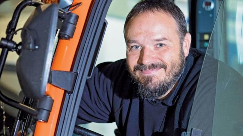 Technik-Profi: David Groß arbeitet im Kundendienst des Fahrzeugherstellers Max Holder in Metzingen. Foto: Eppler