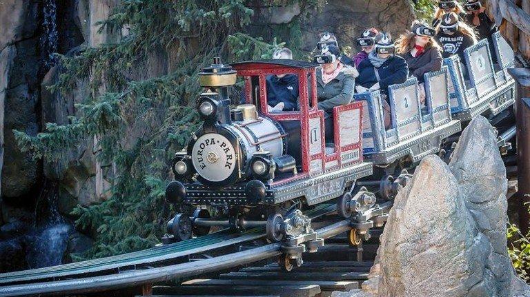 """Europa-Park Rust: Mit VR-Brille wird die Fahrt im """"Alpenexpress Coastiality"""" zum neuen Abenteuer. Foto: Veranstalter"""