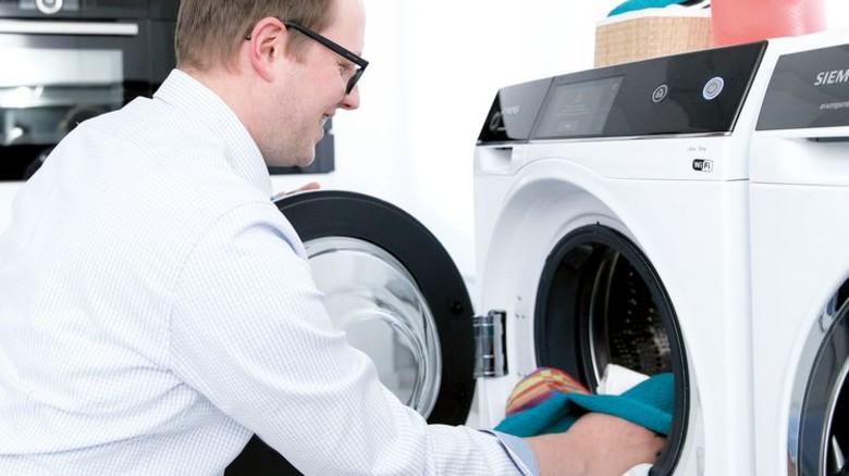 Richtig Waschen: Die Technik hilft schon beim Sortieren. Foto: Werk