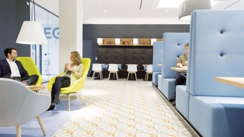 Das Cafe in der Philips-Zentrale. Foto: Philips/Frank von Wieding