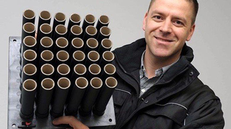 Knalliger Quader: Oliver Gerstmeier mit einem Batteriefeuerwerk. Foto: Wirtz