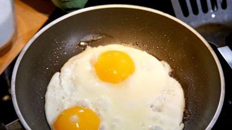 Das Gelbe vom Ei: Der Kunststoff Teflon ist für vieles ideal. Foto: dpa