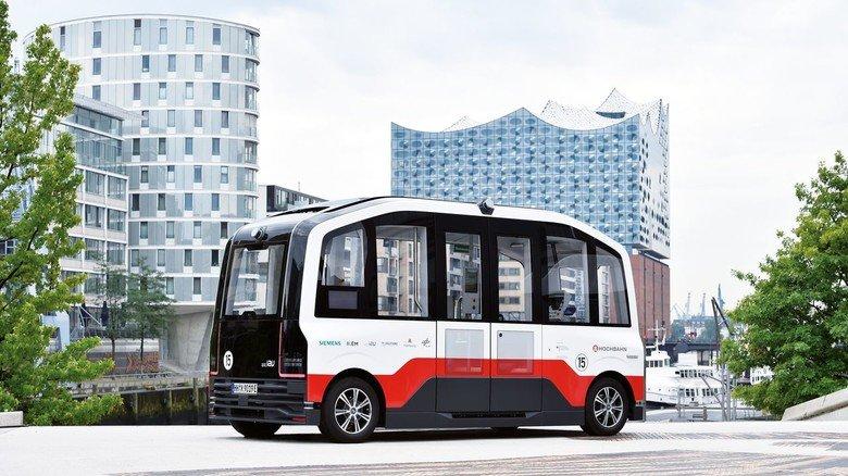 Hightech in Hamburg: Der Bus fährt autonom durch die Straßen unweit der Elbphilharmonie.