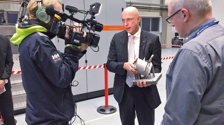 """3-D-Druck bei PAG: Dreharbeiten für """"Standpunkte TV"""". Foto: von Frentz"""