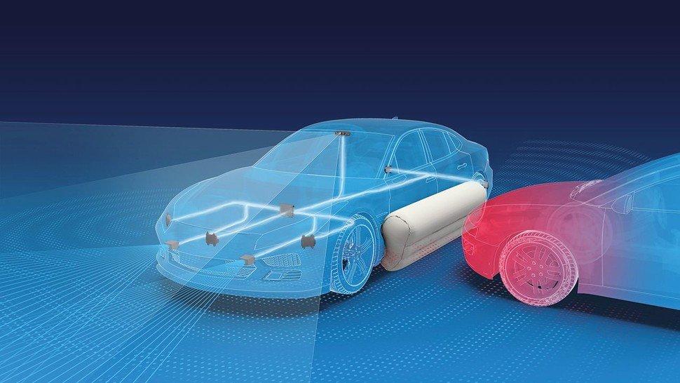 Der externe Pre-Crash-Airbag von ZF zündet bereits vor einem unvermeidlichen Unfall. Tests haben gezeigt, dass die Verletzungsschwere für Fahrzeuginsassen um bis zu 40 Prozent vermindert werden kann.