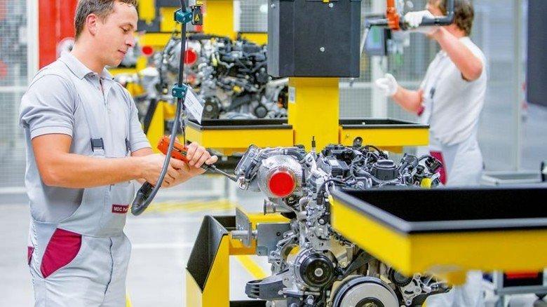 Daimler setzt weiterhin auf den Diesel: Produktion des neuen Vierzylindermotors. Foto: Daimler