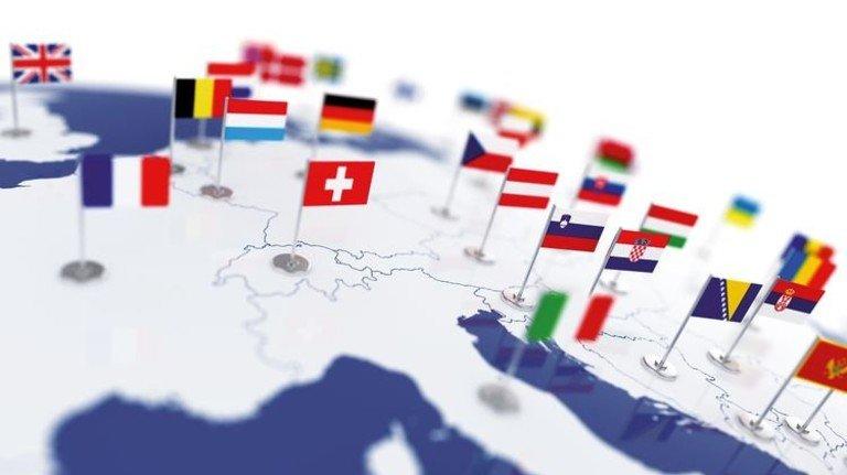 Mal eben im Ausland anlegen? Das Internet macht's möglich. Foto: Fotolia