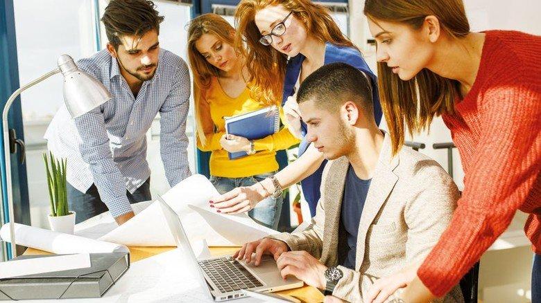 Begehrt und umworben: Qualifizierte Mitarbeiter, die fit sind in der digitalen Welt. Foto: Adobe Stock