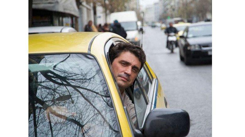 Hoffnungsvoll: Babis Karagiannis setzt auf Deutschland und den Euro. Foto: Roth