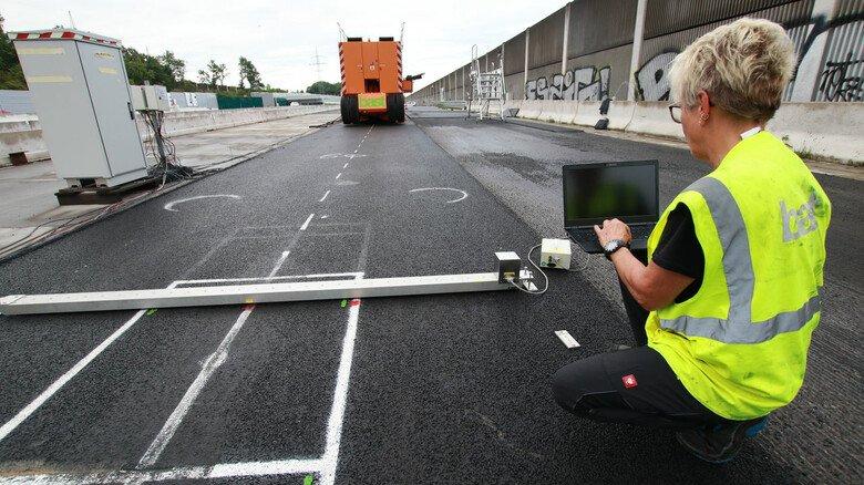 Messversuche mit dem MLS 30: Das Ungetüm hat schon millionenfach Asphaltbeläge und Betonplatten überrollt.
