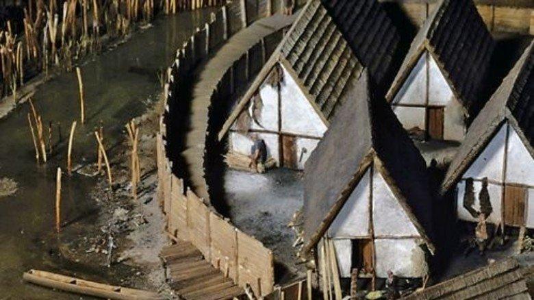 Modell: Nachbau einer 3800 Jahre alten Siedlung. Foto: Veranstalter