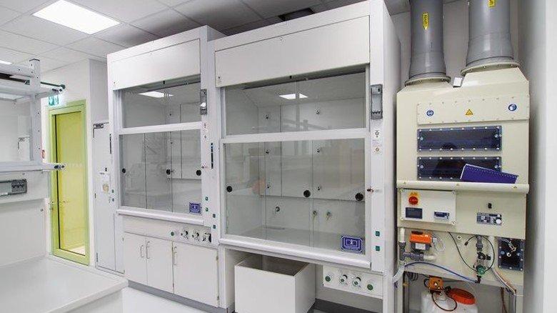 Professionell: In den Laboren und Werkstätten stehen neue Geräte zur Verfügung. Foto: MOKA-STUDIO:COM / Schrick