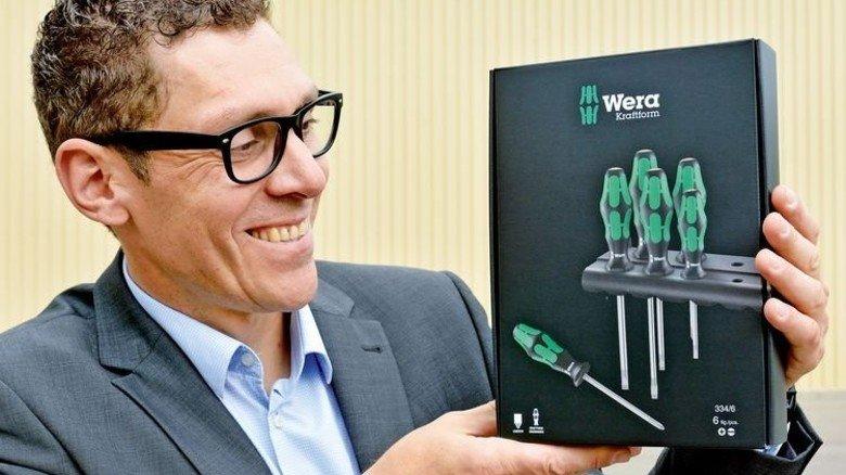 Erfolgreiches Produkt: Thomas Wund mit der Schraubenzieher-Verpackung. Foto: Scheffler