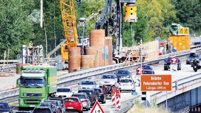 Infrastruktur: Das Autobahnnetz wird kräftig ausgebaut. Foto: dpa