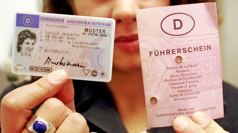 Das war vor 22 Jahren: Die erste Führerscheinkarte wurde eingeführt.