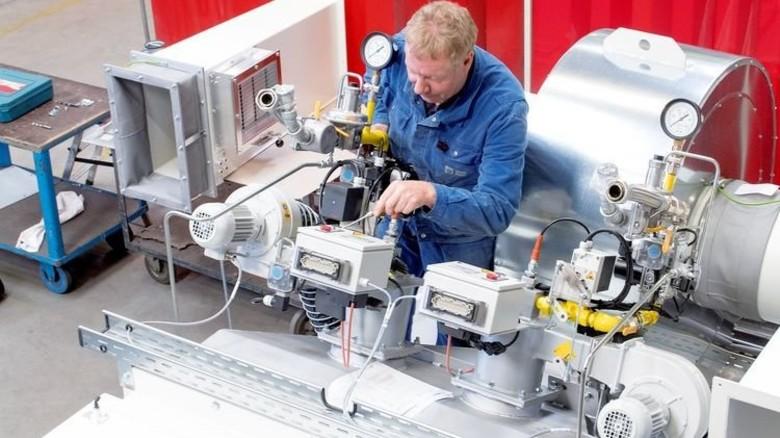 Hohes Know-how: Fachkräfte wie Helmut Risse sind ein Garant für die Wettbewerbsfähigkeit. Foto: Moll