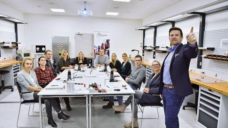 Erfahrener Trainer: Lukas Haase ist Projektmanager bei der Firma HellermannTyton, die zu den Weltmarktführern im Bereich von Kabelmanagement-Systemen zählt. Foto: Christian Augustin
