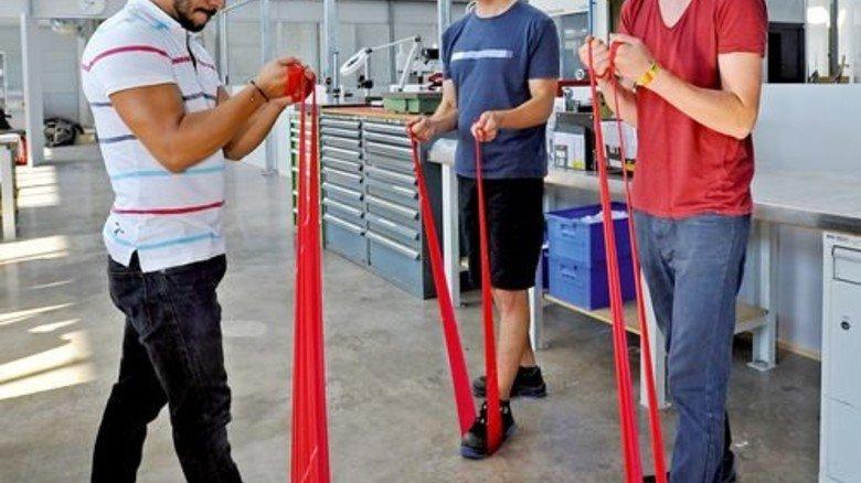 … munter dabei sind hier Vincent Storz (im roten T-Shirt) und Ingo Zepf. Foto: Sigwart