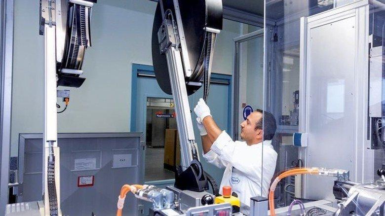 Produktion: Das Werk stellt unter anderem Teststreifen für die Diagnostik her. Foto: Roche