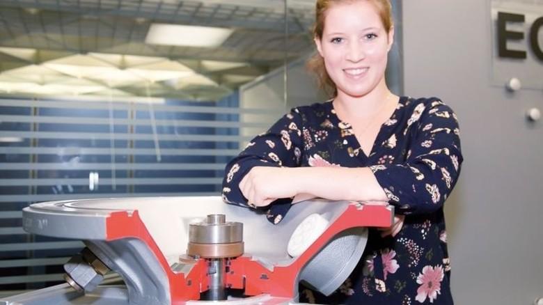 Jung und ehrgeizig: Sabrina Claus (21) ist gleich nach dem Abitur bei ABB eingestiegen. Foto: Mierendorf
