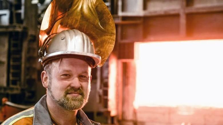 Hitze macht ihm nichts aus: Tim Seuberth arbeitet bei der Firma Karl Diederichs. Foto: Roth